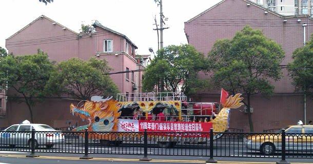 Attention Dragon dans les rues de Shanghai