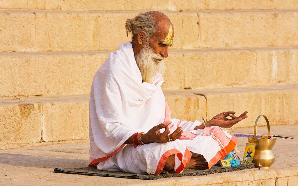 Séance de méditation, homme sadhu